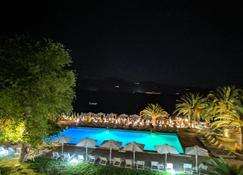 Long Beach Hotel & Resort - Longos - Pool