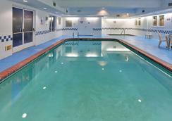 弗雷斯諾北卡爾森鄉村套房酒店 - 佛雷斯諾 - 弗雷斯諾 - 游泳池
