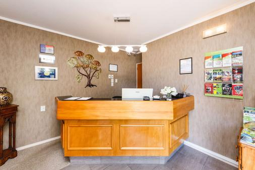 Comfort Inn Kauri Court - Palmerston North - Front desk