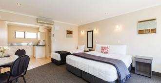 Comfort Inn Kauri Court - Palmerston North - Bedroom