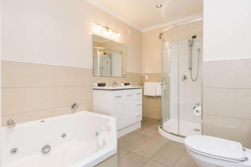 Comfort Inn Kauri Court - Palmerston North - Bathroom