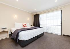 Comfort Inn Kauri Court - Palmerston North - Bedroom