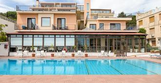 Hotel Villa Esperia - טאורמינה - בריכה