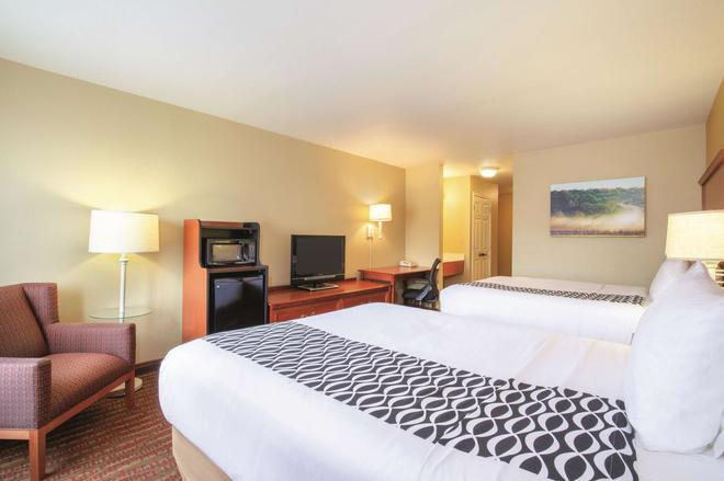 La Quinta Inn & Suites by Wyndham Bentonville - Bentonville - Bedroom
