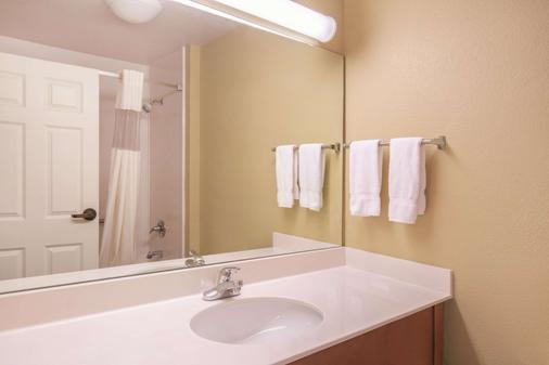 La Quinta Inn & Suites by Wyndham Bentonville - Bentonville - Phòng tắm