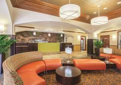 La Quinta Inn & Suites by Wyndham Bentonville - Bentonville - Hành lang