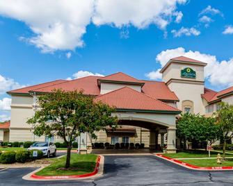 La Quinta Inn & Suites by Wyndham Bentonville - Bentonville - Building