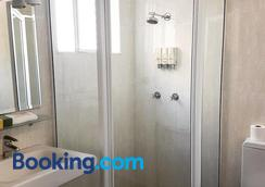 Mid City Motor Inn - Singleton - Bathroom