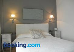 Hostal Abril - Nerja - Bedroom