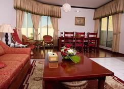 Green Mubazzarah Chalets - Al Ain - Sala de estar