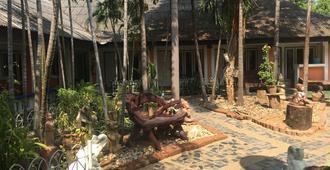 Sam's House Guesthouse - Thành phố Kanchanaburi - Hàng hiên