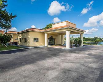 Quality Inn & Suites Mt Dora North - Mount Dora - Building
