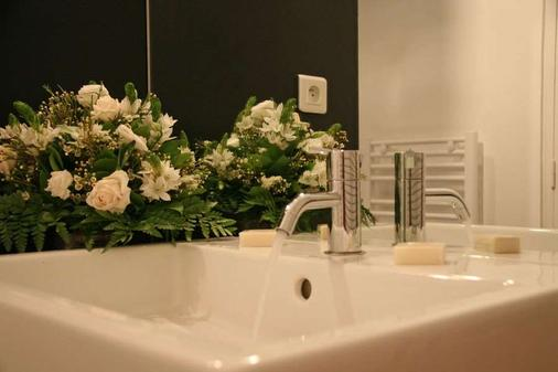Hotel Amiral - Nantes - Bathroom