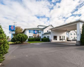 Motel 6 Seaside - Seaside - Building