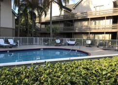 Doral Inn & Suites Miami Airport West - Doral - Pool
