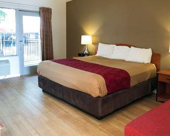 Econo Lodge Inn & Suites Oakland Airport - Oakland - Bedroom
