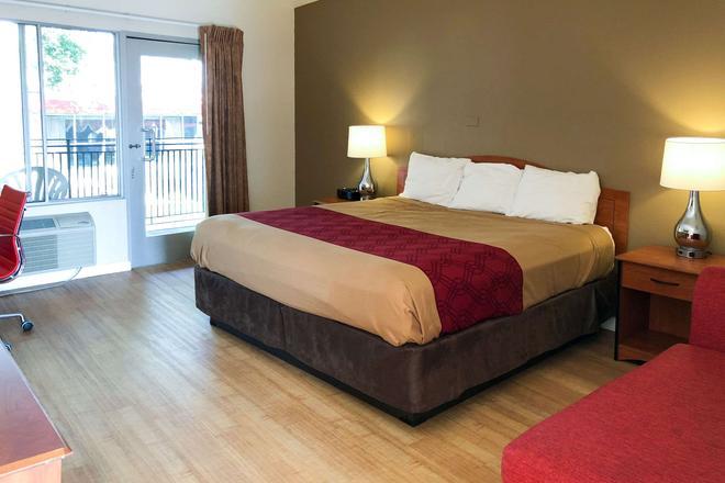 Econo Lodge Inn & Suites Oakland Airport - Ώκλαντ - Κρεβατοκάμαρα
