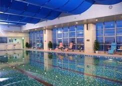 Ramada Plaza by Wyndham Riverside Hangzhou - Hangzhou - Pool