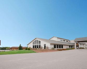 AmericInn by Wyndham Merrill - Merrill - Building