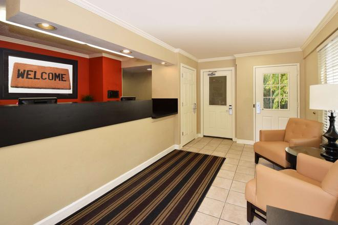 Extended Stay America - Raleigh - North - Wake Forest Rd. - Raleigh - Front desk