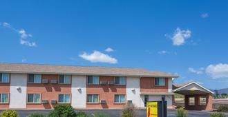 Super 8 by Wyndham Colorado Springs/Chestnut Street - Colorado Springs - Bygning