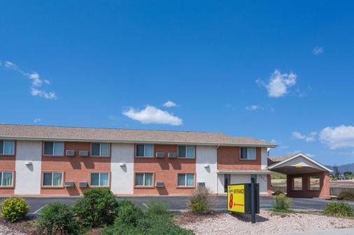 Super 8 by Wyndham Colorado Springs/Chestnut Street - Colorado Springs - Toà nhà