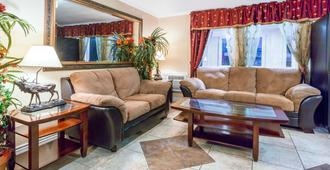 Super 8 by Wyndham Colorado Springs/Chestnut Street - Colorado Springs - Sala de estar
