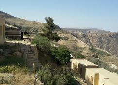 Wadi Dana Eco Camp - Ḑānā - Outdoors view