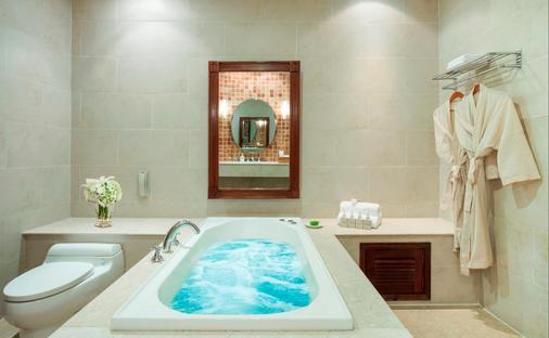 Sunrise Nha Trang Beach Hotel & Spa - Nha Trang - Bathroom