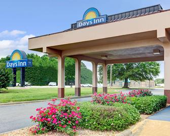 Days Inn by Wyndham Wilson - Wilson - Building