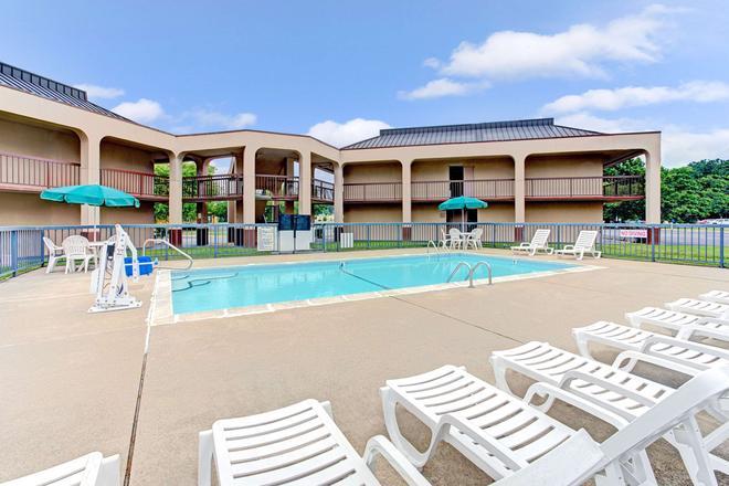 威爾遜戴斯酒店 - 威爾遜 - 威爾遜 - 游泳池