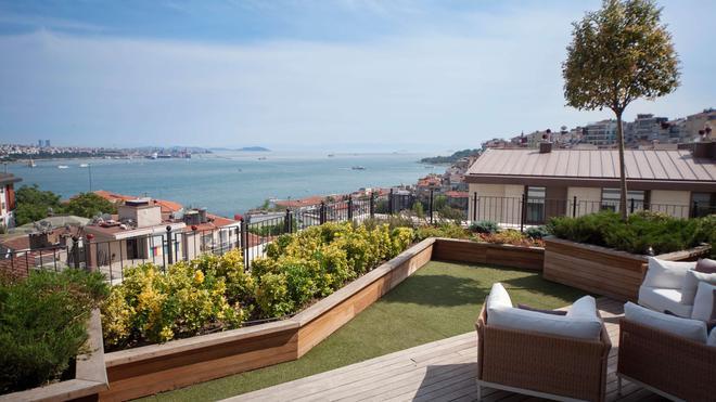 CVK Park Bosphorus Hotel Istanbul - Istanbul - Balcony