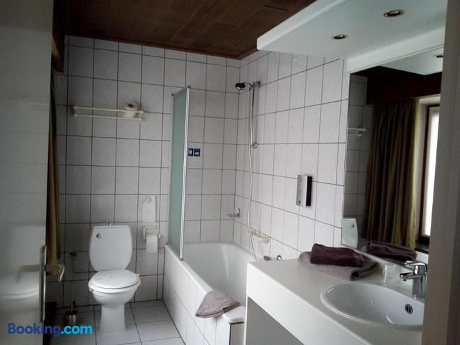 Hotel Du Midi - La Roche En Ardenne - Bathroom