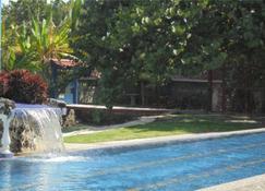 Hotel La Cueva - Limón