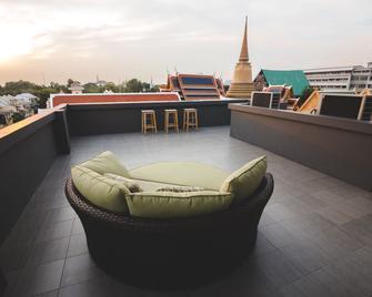 Issara By D Hostel - Bangkok - Balcony