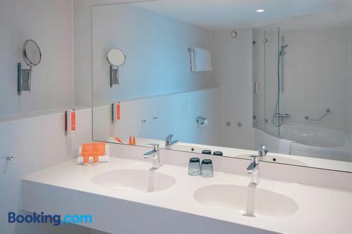 Vienna House Easy Wuppertal - Wuppertal - Bathroom