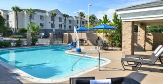 Holiday Inn Express & Suites San Diego Otay Mesa - סן דייגו - בריכה