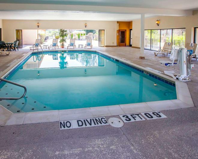 Comfort Suites University Area - South Bend - Pool