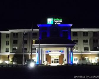 Holiday Inn Express & Suites Smithfield - Selma I-95 - Smithfield - Building