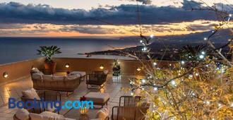 Villa Le Terrazze Charming Rooms - Taormina - Building