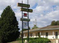 Golden Chain Garden Motor Inn - Gundagai - Building