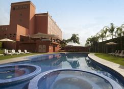 Fiesta Inn Cuernavaca - Cuernavaca - Pool