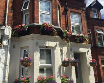 Acacia Villas Guest House - Guildford - Building
