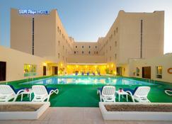 Sur Plaza Hotel - Sur - Pool