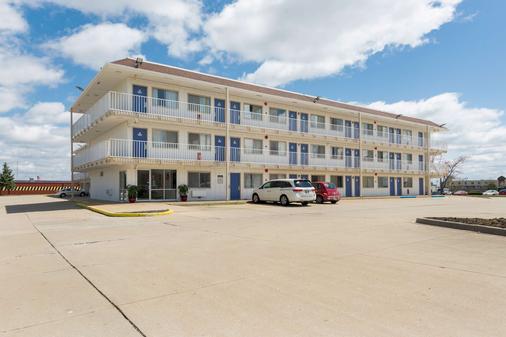 Motel 6 Dayton - Oh - Dayton - Building