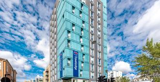 Travelodge London Walthamstow - London - Building
