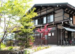 Sakura Guest House - Takayama - Building