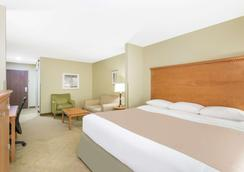 Super 8 by Wyndham Savannah - Savannah - Phòng ngủ