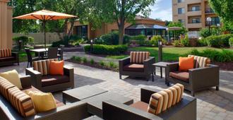 Courtyard by Marriott Columbus Worthington - Columbus - Patio