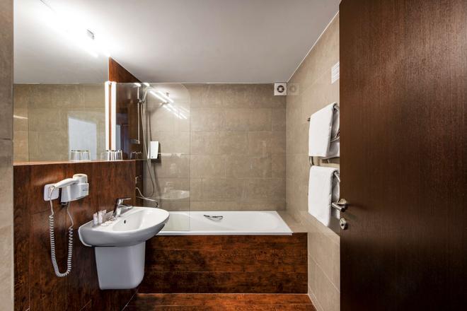 Amberton Hotel Klaipeda - Klaipėda - Baño